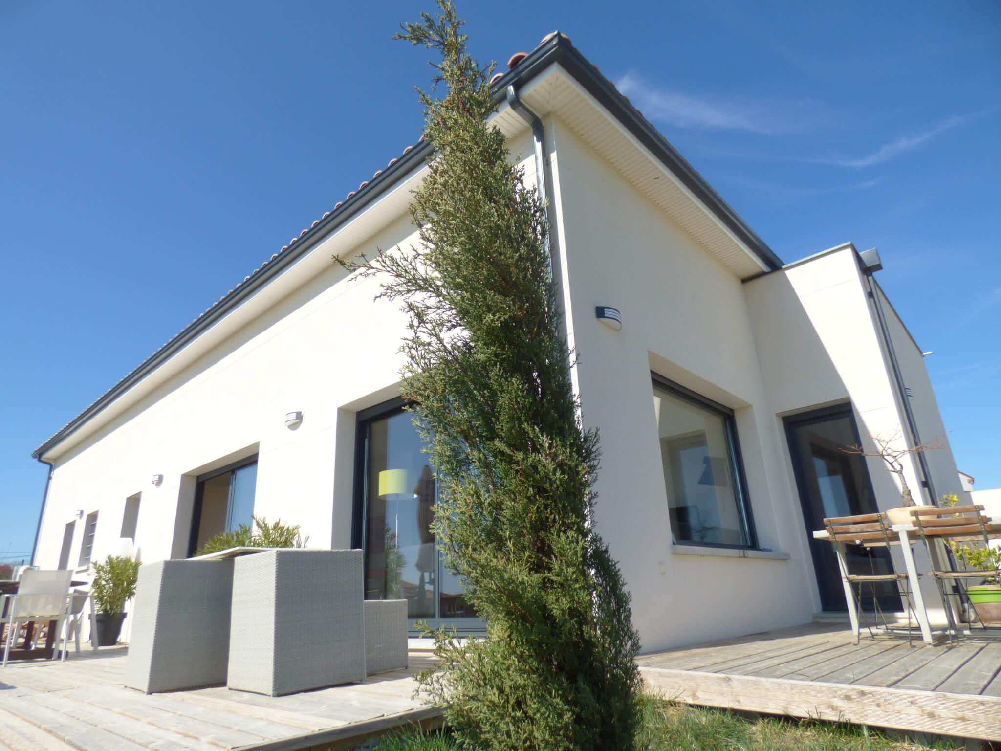 Maison contemporaine et structure équestre VENDU