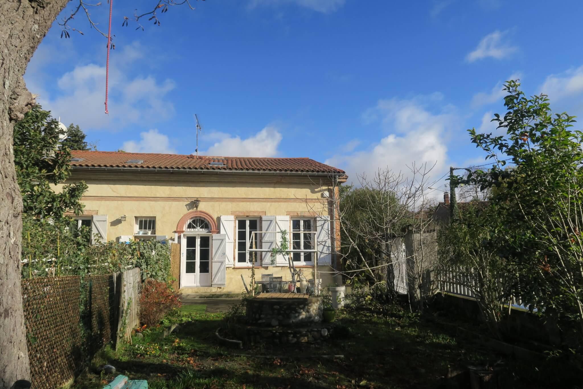Maison de ville mitoyenne ancienne rénovée avec son jardin privatif