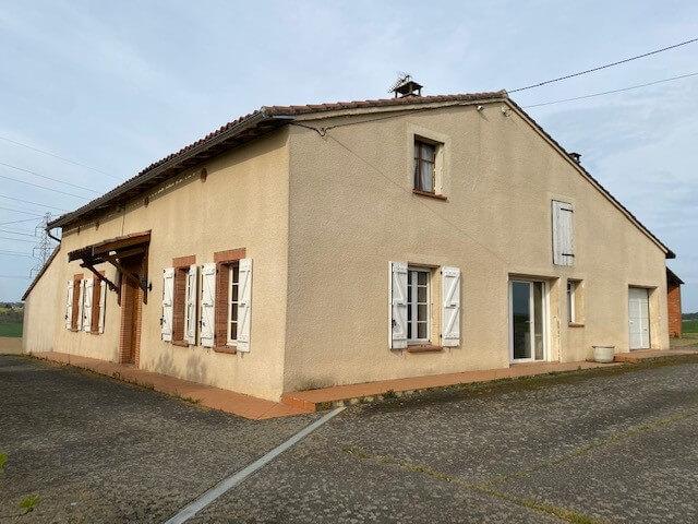 Maison T5 environ 180 m2 sur 4159 m2 de terrain et dépendances